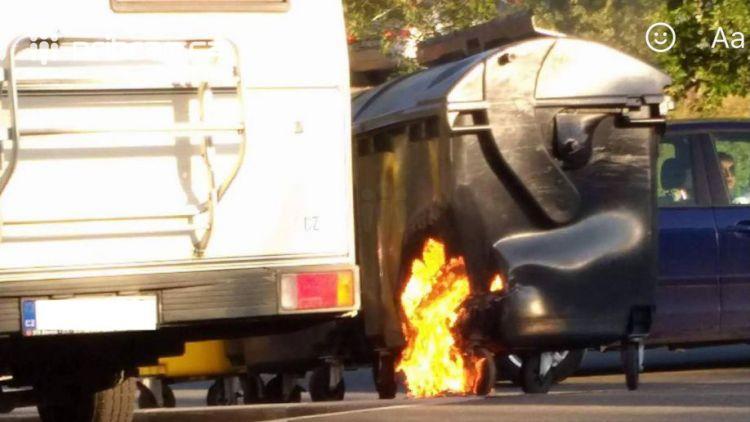 Právě teď: Další  požár kontejneru zaměstnává hasiče ve Školní ulici