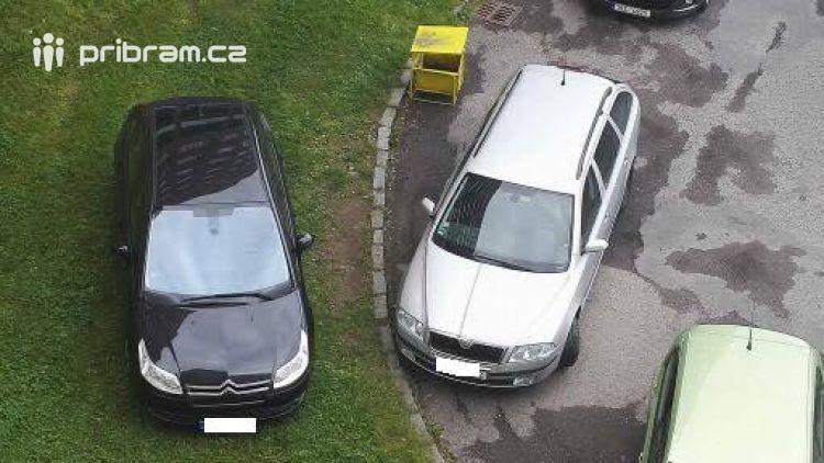 Foto dne: Místa na parkování je dost! Stačí se porozhlédnout