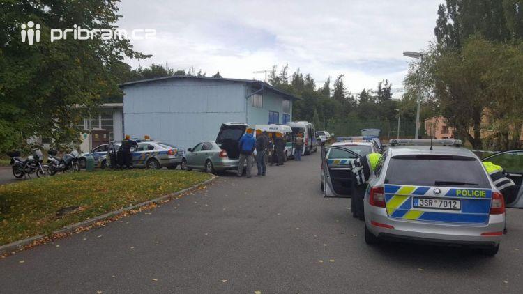 Policejní manévry dnes dopoledne měl na svědomí údajný střelec
