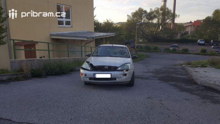Na Dobříši došlo ke srážce dvou osobních vozidel