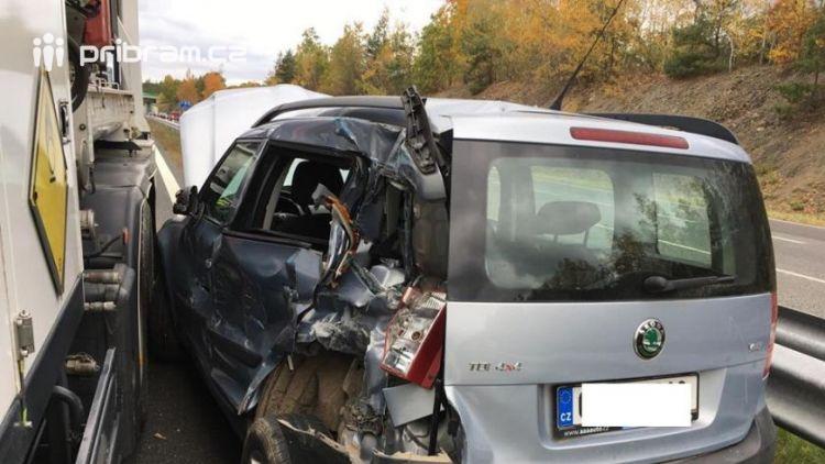 Právě teď: Komplikace na dálnici D4. Nehoda a uzavřený sjezd ze Skalky