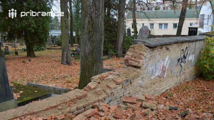 Zastupitelstvo schválilo dar 150 tisíc korun na opravu zídky březohorského hřbitova