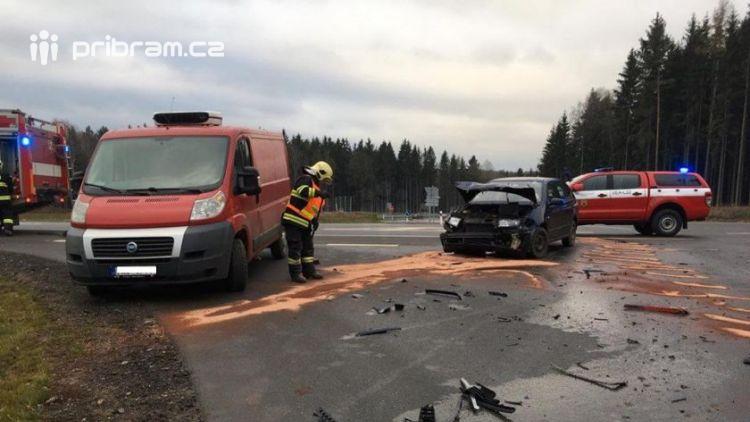 Právě teď: Dopravní nehoda osobního vozu s nákladním zaměstnává veškeré složky IZS