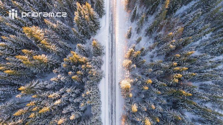 Policisté varují řidiče před namrzlými silnicemi