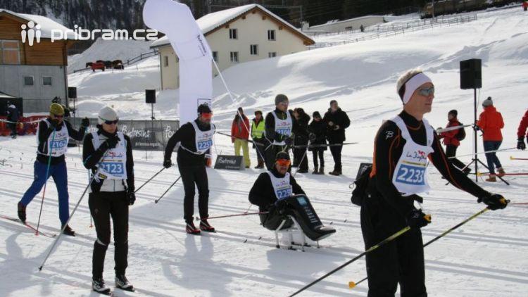 Jan Tománek jako jediný handicapovaný závodník na sledgi třicetikilometrové La Pachifica dosáhl cíl