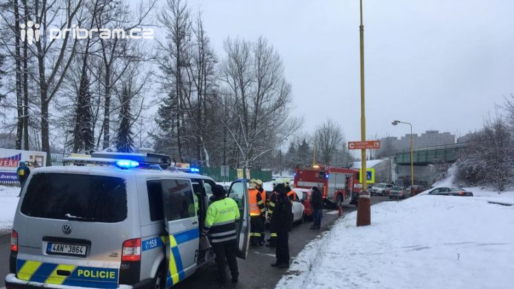 Aktuálně: Nehoda dvou vozidel uzavřela část Březnické ulice v Příbrami