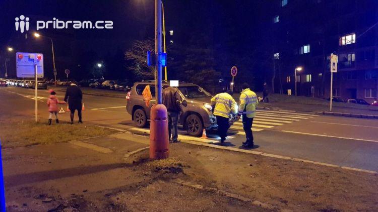 Aktuálně: Osobní vůz srazil na přechodu chodce