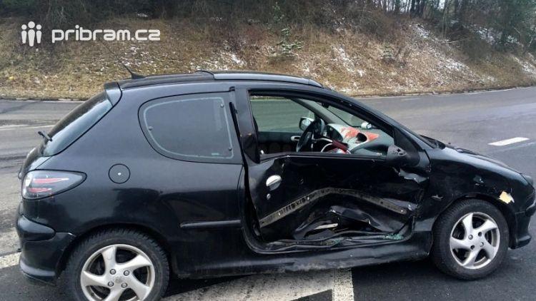 Přednost příčinou ranní nehody dvou vozidel