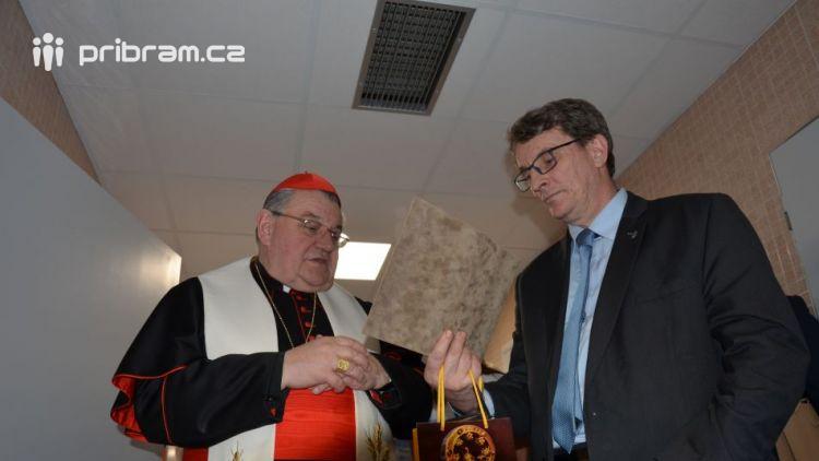 Kardinál Duka navštívil příbramskou nemocnici, požehnal lůžka pro paliativní péči