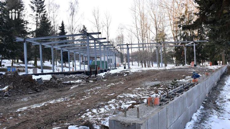 Stavbu restaurace na Nováku nejspíš přeruší mrazy. Přesto se její dokončení předpokládá již koncem května