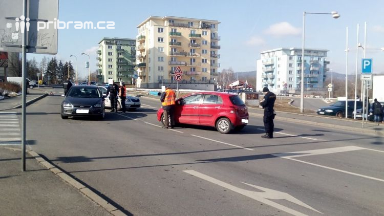 Právě teď: Na Drkolnově došlo k dopravní nehodě dvou vozidel