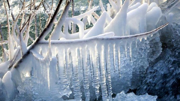 """Meteorologové varují: Poznáte, co je to """"mrzne až praští"""""""