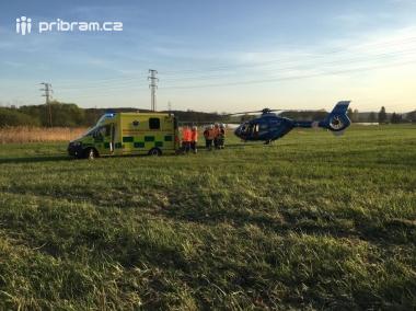 Aktuálně: Střet osobního vozu s motocyklem uzavřel hlavní tah na Strakonice, v místě zasahuje vrtulník LZS