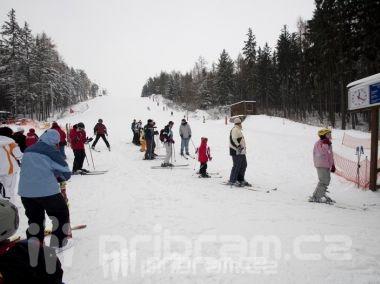 Chystáte se o víkendu na hory? V nižších polohách jsou problémy se sněhem