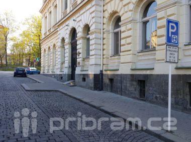 Parkování je nyní možné i přímo před radnicí