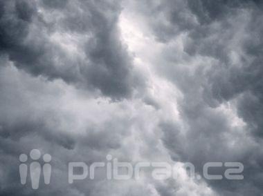 Na jihu a západě Čech se dnes a v neděli vyskytnou silné bouřky