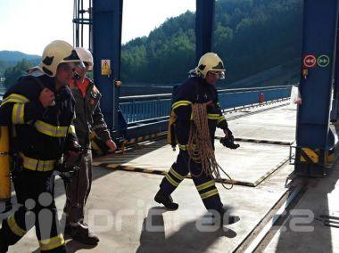 Hasiči zasahovali ve vodní elektrárně Orlík, naštěstí pouze cvičně