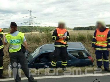 Nehoda vozu Peugeot komplikuje provoz na Strakonické