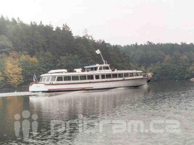 Na Slapech se potopila loď, nikdo naštěstí nebyl zraněn