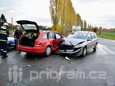 Boční střet v Rožmitále si vyžádal zranění jedné osoby