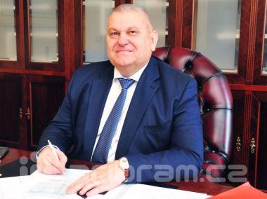 Končící středočeský hejtman Petera se stal předsedou klubu ČSSD