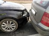 Právě teď: Dopravní nehoda čtyř osobních automobilů komplikuje dopravu