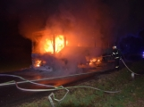 Požár autobusu u Tochovic pohledem hasičů po příjezdu na místo události