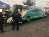 """Aktuálně: V Žírovech """"zaparkoval"""" autobus mimo komunikaci."""