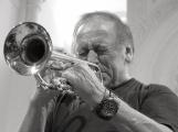 Jazzový trumpetista Laco Deczi míří do Příbrami