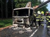 Aktuálně: Hlavní tah na Plzeň uzavřel hořící nákladní vůz, tvoří se dlouhé kolony