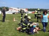 Cvičení: Záchranné složky vyprošťují v Dlouhé Lhotě zraněné z havarovaného letadla
