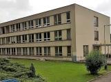 Základní škola ve Školní ulici už trénuje na prázdniny ředitelským volnem. Mění se zde okna