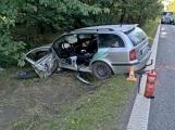 Aktuálně: Střet cisterny a osobního vozu. Řidiče museli z auta vystříhat hasiči