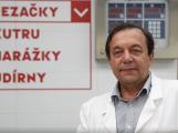 """""""Není třeba se obávat, že maso a masné výrobky obsahují škodliviny. Naopak,"""" říká prof. Ing. Petr Pipek, CSc."""