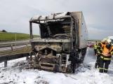 AKTUÁLNĚ: Požár kamionu zastavil provoz na D4