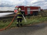 Aktuálně: Požár pole zaměstnává šest jednotek hasičů