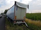 Ranní provoz na Strakonické komplikuje nehoda nákladního auta