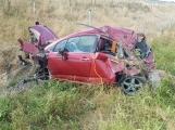Aktuálně: Vážná nehoda u Dubence! Řidička vylétla mimo komunikaci, kde sešrotovala Citroën