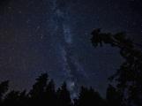 Obraťte své pohledy a objektivy k noční obloze. Rozzáří ji Perseidy.