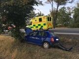 Aktuálně: U Višňové narazilo auto do stromu, řidič je v péči záchranářů