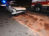 U Dobříše havarovalo BMW, na místě zasahuje lékař a hasiči
