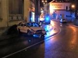 AKTUÁLNĚ: Auto v centru Příbrami narazilo do zdi