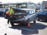 Aktuálně: U Lidlu došlo k dopravní nehodě osobního vozu s motorkářem