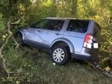 Aktuálně: Nárazem do stromu ukončil svou jízdu řidič na Příbramsku