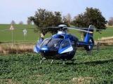 AKTUÁLNĚ: Na Strakonické srazilo auto ženu, na místě přistává vrtulník záchranářů