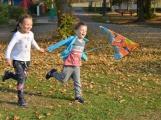 Bezvětří rozhýbalo děti i dospělé