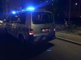 Aktuálně: Cyklista skončil po střetu s osobním vozem v péči záchranářů