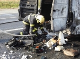 Aktuálně: Na Strakonické začala hořet dodávka, zasahují hasiči. Doprava je ochromena, vytváří se kolony