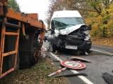 Aktuálně: Řidič dodávky usnul za volantem a narazil do vozidla údržby silnic