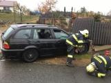 Aktuálně: Řidič BMW z místa dopravní nehody utekl,  zraněná spolucestující je v péči záchranářů